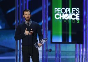 Chris Evans accepts the award for favorite action movie actor during the 2015 People's Choice Awards in Los Angeles